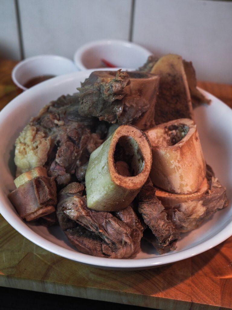 Pho Bo Rezept - Fleisch entfernen und abkühlen lassen