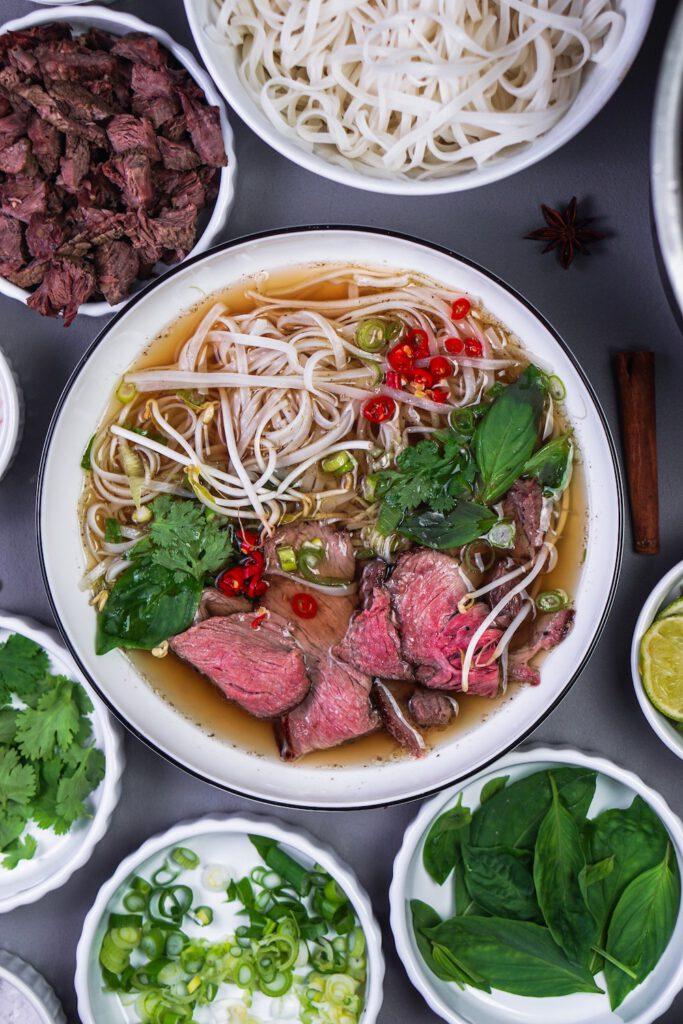 Die fertige Pho Bo Suppe