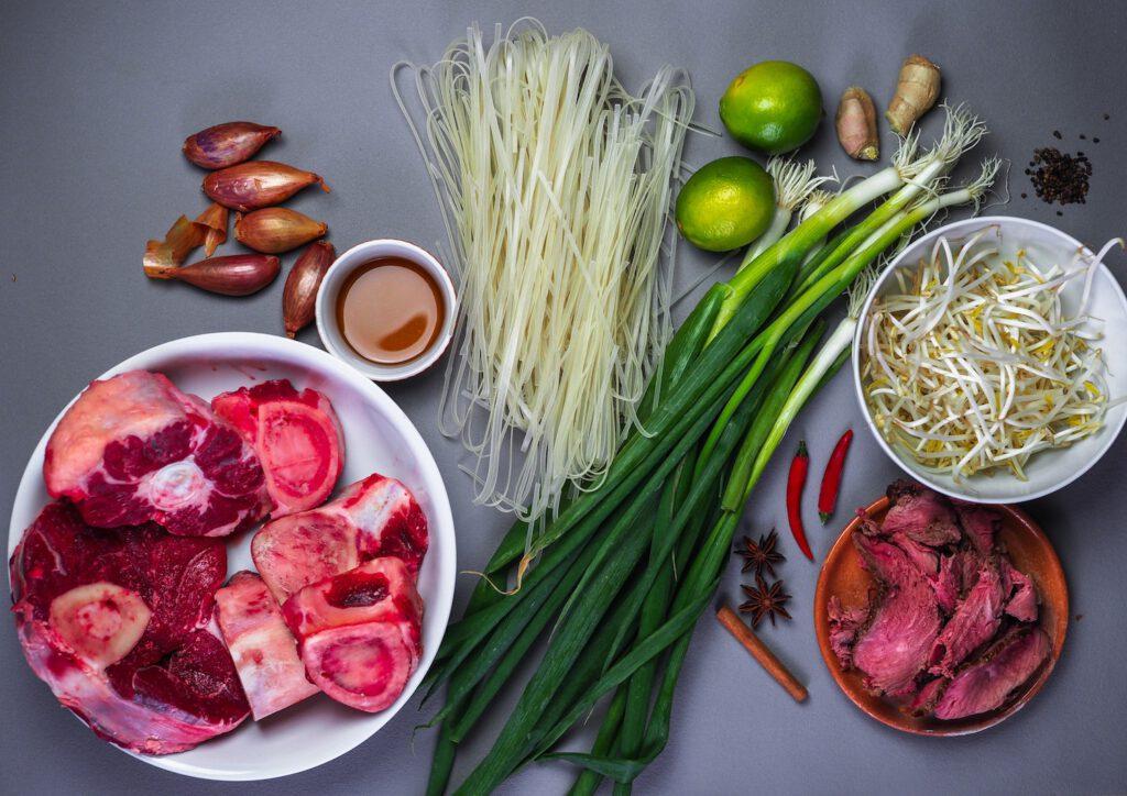 Zutaten für eine Pho Bo Suppe