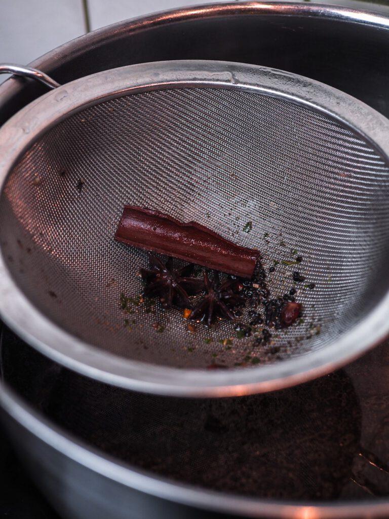 Pho Bo Rezept - Suppe erneut passieren