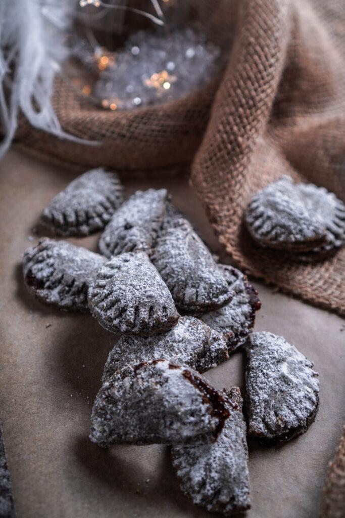 Mürbeteig Kekse mit Mohn und Pflaumen Füllung