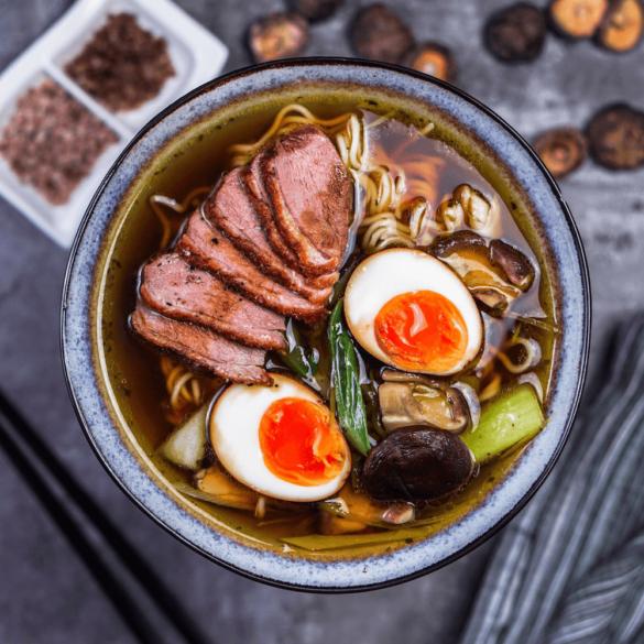 """Shoyu-Ramen Suppe mit """"falschem Dashi"""" und Entenbrust"""