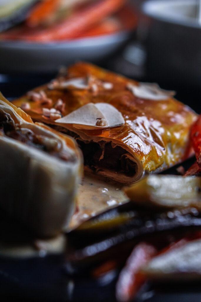 Maronen Pilz Strudel mit Ofengemüse und Pfeffersoße2