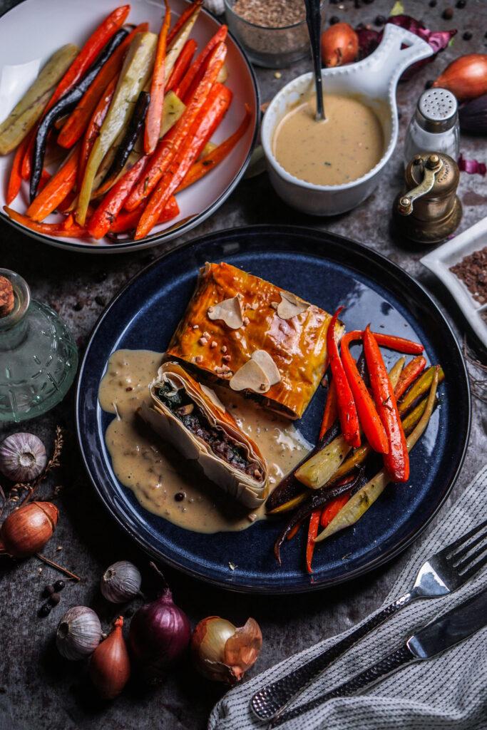 Maronen Pilz Strudel mit Ofengemüse und Pfeffersoße