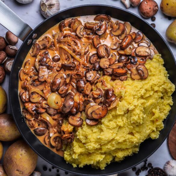 Cremige Zwiebel Champignons Soße mit Kartoffelstampf