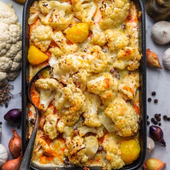 Orientalischer Blumenkohl Auflauf mit Kartoffeln und Rinderhack
