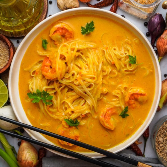 Kokos garnelen curry mit reisnudeln asiatisch