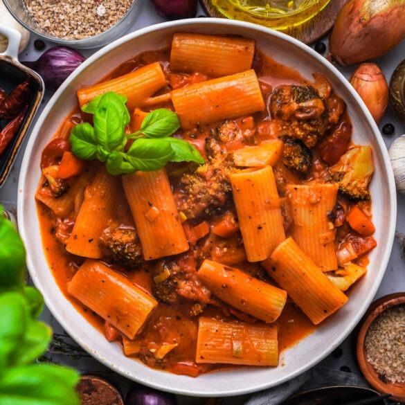 Pasta mit GEmüse und Tomaten Sahne Soße