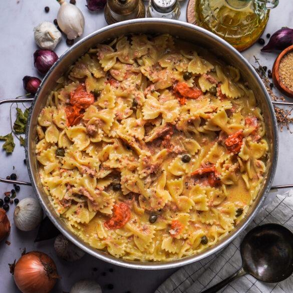 Onepot mit Farfalle Pasta, Peperoni und Thunfisch