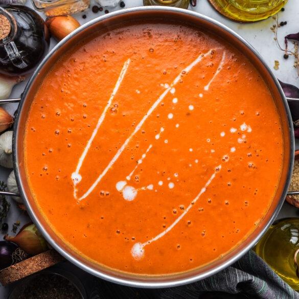 Cremige Tomatensuppe mit gerösteten Ofentomaten