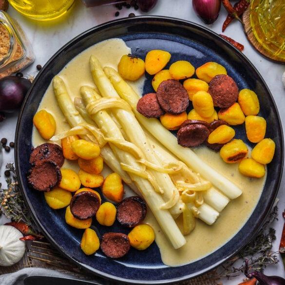 Spargel mit Schmelzkäse Soße, Gnocchi und Suzuk