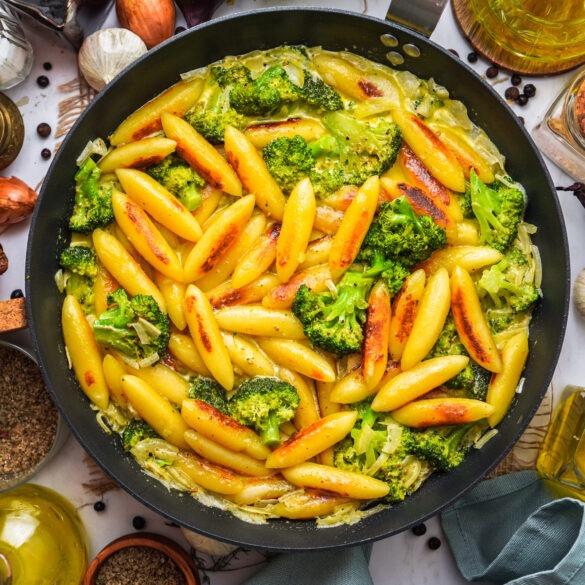 Schupfnudeln mit Brokkoli in veganer Sahnesoße