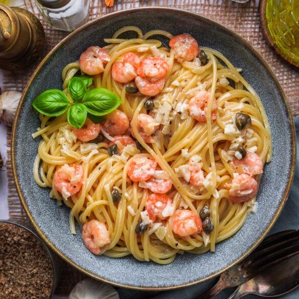 Spaghetti mit Cocktail Garnelen und Kapern Sahnesoße