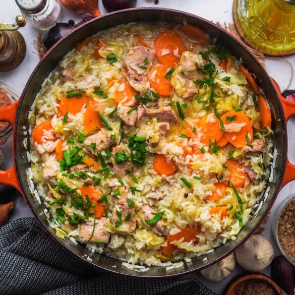 Onepot mit Reis, Schweinfilet, Karotten und Spitzkohl