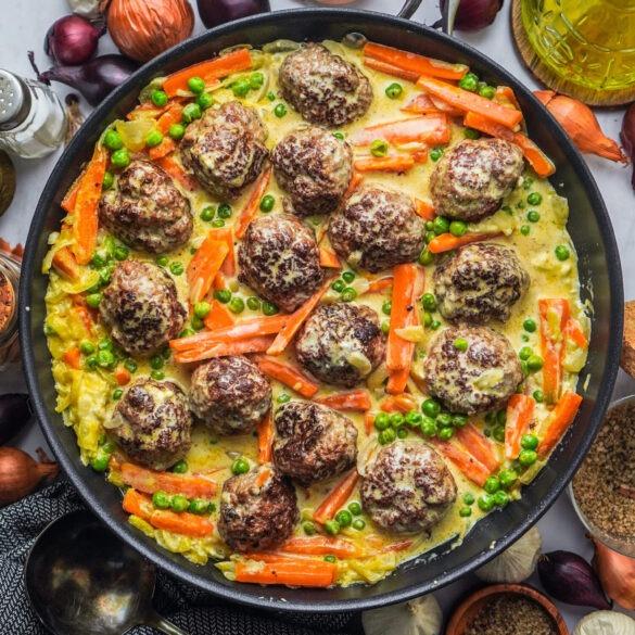 Cremiger Wikinger Topf mit Erbsen, Karotten und Schmelzkäse
