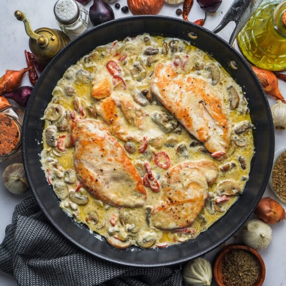 Cremiges Hähnchen mit Champignon Peperoni Soße